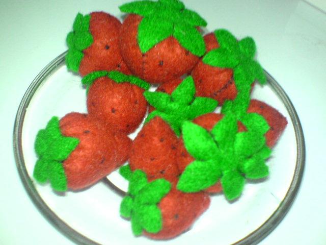 mmmmm……yummy….siapa mau strawberry-nya sunflo….. ^^ ??