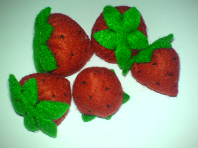 Kreasi Strawberry Imut dari Kain Flanel ala Sunflo | sunflower