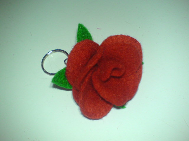 gantungan kunci red rose dari kain flanel ala sunflo… ^^