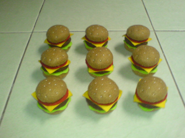 Cara Membuat Beef Burger dari Kain Flanel ala Novisunflo